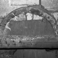 Billettes à l'archivolte d'une baie du clocher (1994)