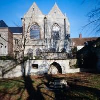 L'église dans son environnement vue du sud (1991)