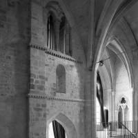 La face sud du clocher et le côté est du bras nord du transept vus vers le nord-est (1991)
