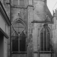 Vue partielle du nord de l'église avec, à gauche, la base du clocher (1994)