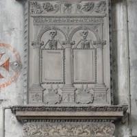 Monument funéraire à la pile nord-ouest de la croisée du transept (2016)