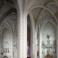 Le bas-côté sud et la croisée du transept vus vers le nord-est (2016)