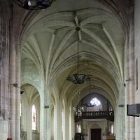 La croisée du transept et la nef vus vers l'ouest (2016)
