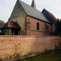 L'église dans son environnement vue du sud-ouest (2016)