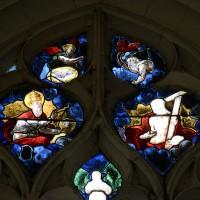 Fenêtre est du bras nord du transept, partie haute : la Trinité (2016)