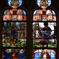 Fenêtre centrale du choeur : la Vierge et l'enfant Jésus; saint Pierre et saint Paul; saint Aubin et saint Maurice (2016)