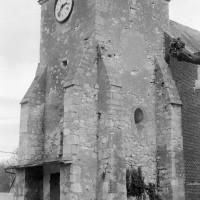 Le clocher-porche vu du sud-ouest (1975)