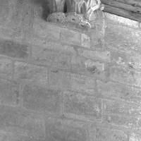 Retombées de l'ancienne voûte de l'abside (2000)