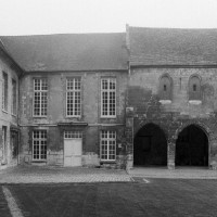 La chapelle (à droite) vue du nord (1994)