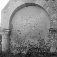 L'arcade sud de la première travée de la nef vue vers le sud (1996)
